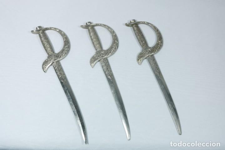 Militaria: Antiguos cuchillos franceses decorados con el escudo de ciudades francesas - Dijon, Calvi... - Foto 2 - 225311700