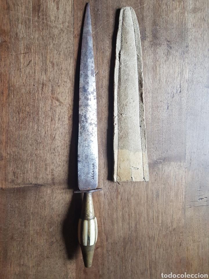 Militaria: Antiguo puñal Cuchillo de taco sarrion Alcazar de San Juan - Foto 3 - 243644950