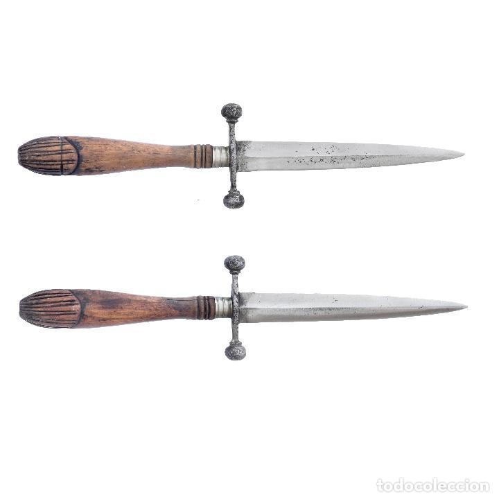 CONSERVADO PUÑAL DE BOLAS. TOLEDO S XIX. MANGO MADERA DE ENCINA. 21,6 CM. (Militar - Armas Blancas Originales Fabricadas entre 1851 y 1945)