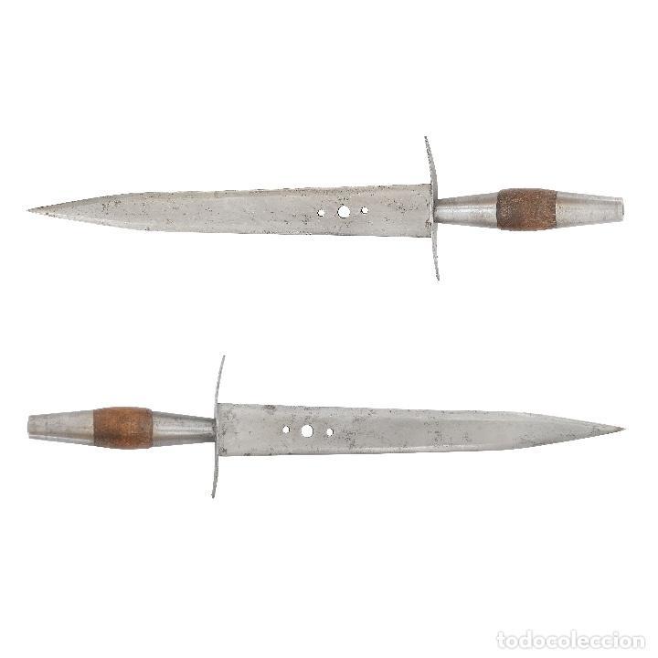 CONSERVADO PUÑAL DE CAZA Y DEFENSA. TOLEDO S XIX. MADERA Y HIERRO. 33,3 CM. (Militar - Armas Blancas Originales Fabricadas entre 1851 y 1945)