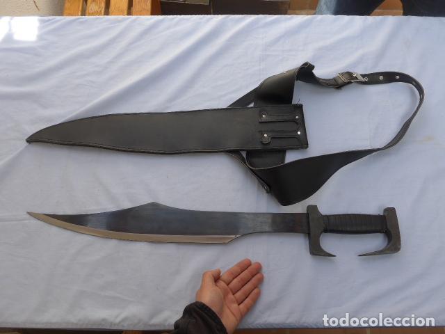 * GRAN MACHETE CUCHILLO DE COMBATE O TACTICO, ORIGINAL CON SU FUNDA. ZX (Militar - Armas Blancas Originales de Fabricación Posterior a 1945)