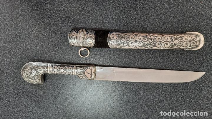 CUCHILLO DAGA ÁRABE ANTIGUO SIGLO XIX MANGOS EN PLATA (Militar - Armas Blancas Originales Fabricadas entre 1851 y 1945)