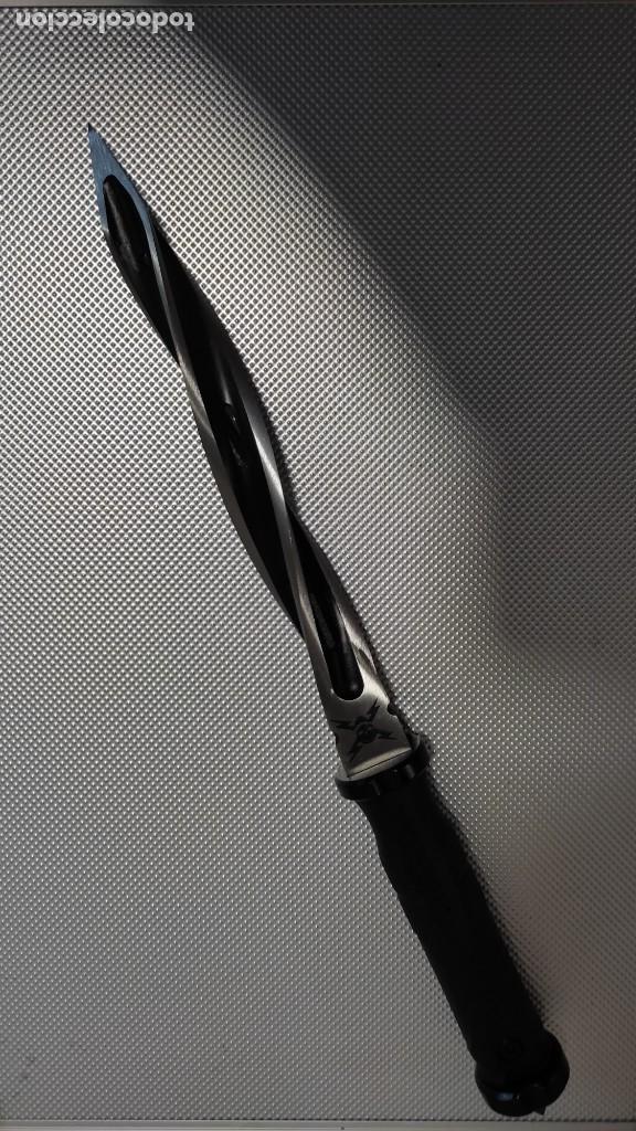 CUCHILLO DE COMBATE (Militar - Armas Blancas Originales de Fabricación Posterior a 1945)