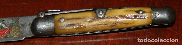 Militaria: Antigua navaja realizado en TOLEDO, tema taurino, años 40 - 50. mide 15,5 cms. abierta. - Foto 3 - 287219013