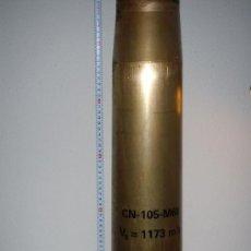 Militaria: VAINA DE LATÓN DE 105 MM., PARA CARROS DE COMBATE, INERTE. Lote 136227122