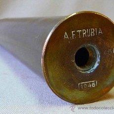 Militaria: VAINA DE PROYECTIL DE 45 M/M , A.F. TRUBIA, 1946, 31 CENTIMETROS. Lote 23929598
