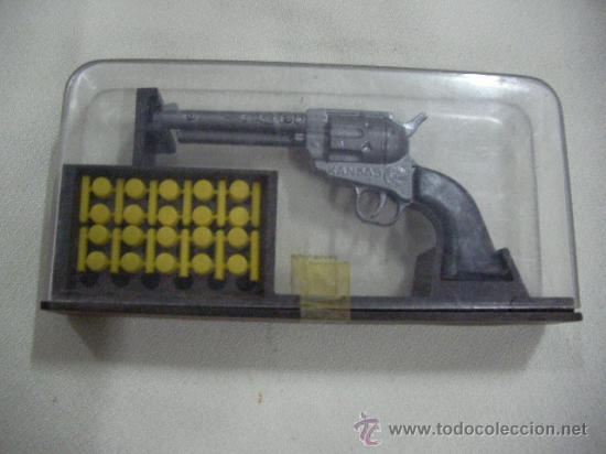 REVOLVER KANSAS DE COIBEL EN SU URNA (Militar - Réplicas de Armas de Fuego y CO2 )