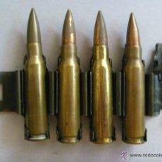 Militaria: LOTE DE 5 ESLABONES DE CADENA DE AMETRALLADORA CON 4 BALAS ( INERTES ) , AÑOS 60 Y 70.. Lote 47086133