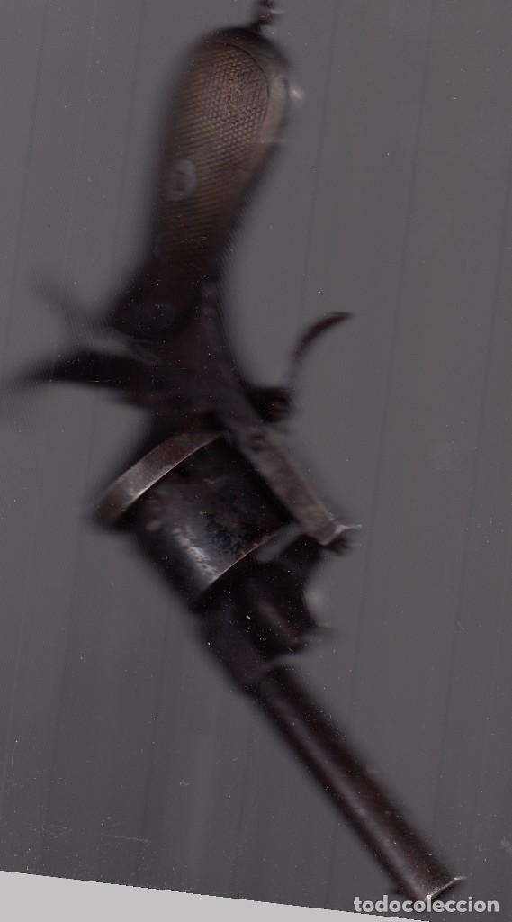 Militaria: Pistola o revólver (de tambor). Unos 100 años de antigüedad. Cañón inutilizado. Buena conservación. - Foto 3 - 182034132