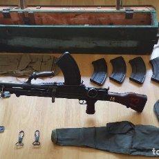 Militaria: AMETRALLADORA BRITANICA FUSIL AMETRALLADOR BREN MKII 1942 CAJA ORIGINAL CARGADOR FUNDA WWII . Lote 95738599