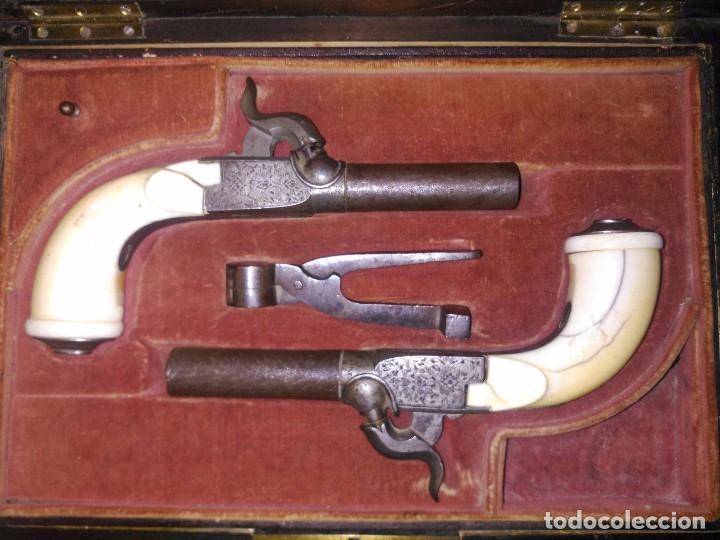 PAREJA DE PISTOLAS AVANCARGA DEL SIGLO XIX, AMBAS CON CULATA DE MARFIL LIEGE BELGICA (Militar - Armas de Fuego de Avancarga y Complementos)