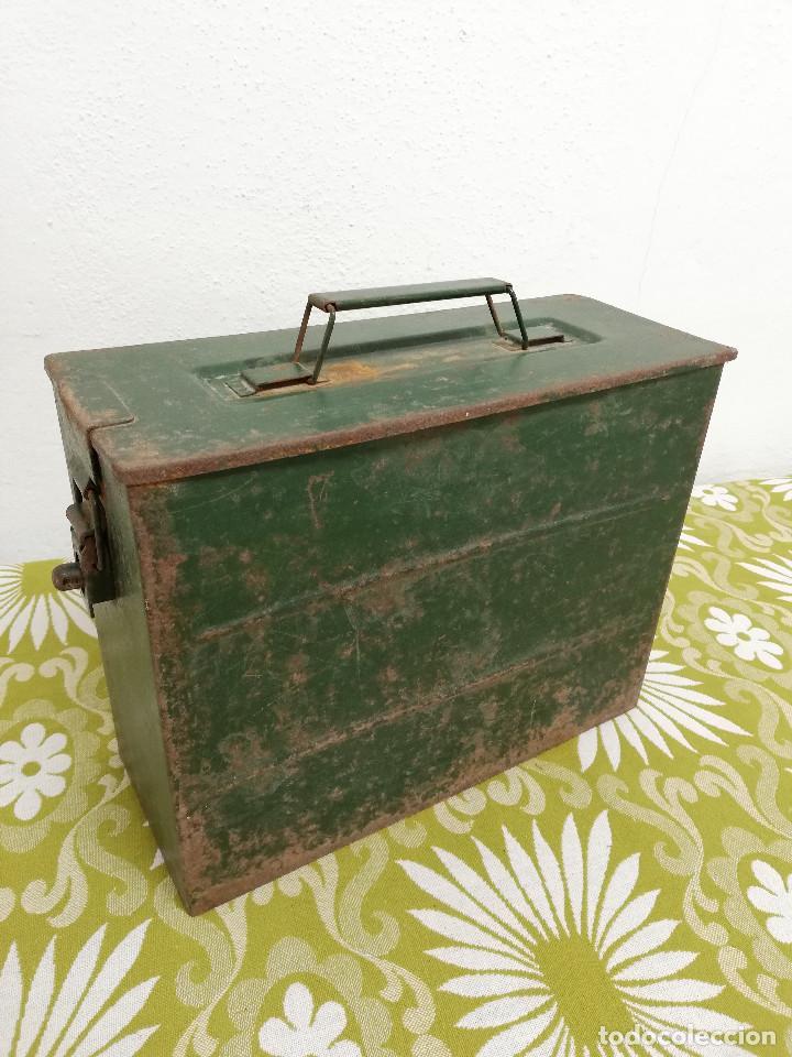 Militaria: Antigua caja militar, metalica de chapa para municion de ametralladora. Vacia. - Foto 2 - 128425967
