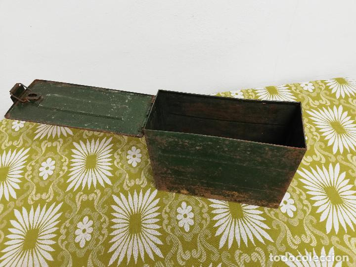 Militaria: Antigua caja militar, metalica de chapa para municion de ametralladora. Vacia. - Foto 4 - 128425967