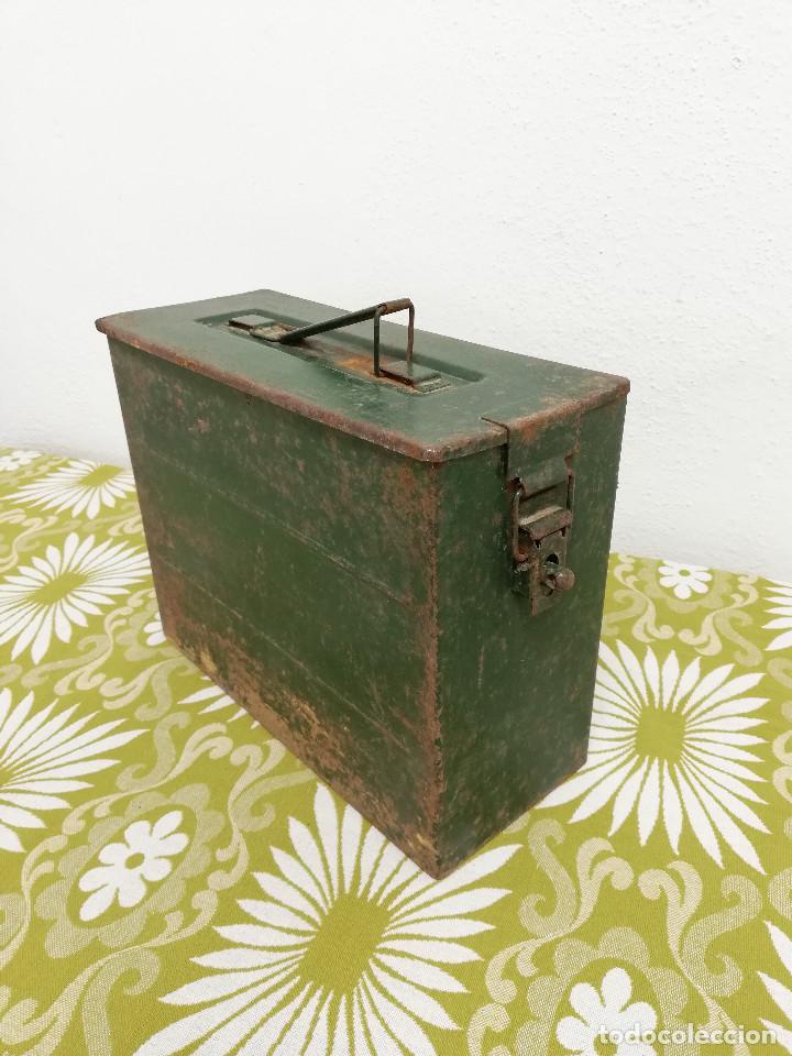 Militaria: Antigua caja militar, metalica de chapa para municion de ametralladora. Vacia. - Foto 5 - 128425967
