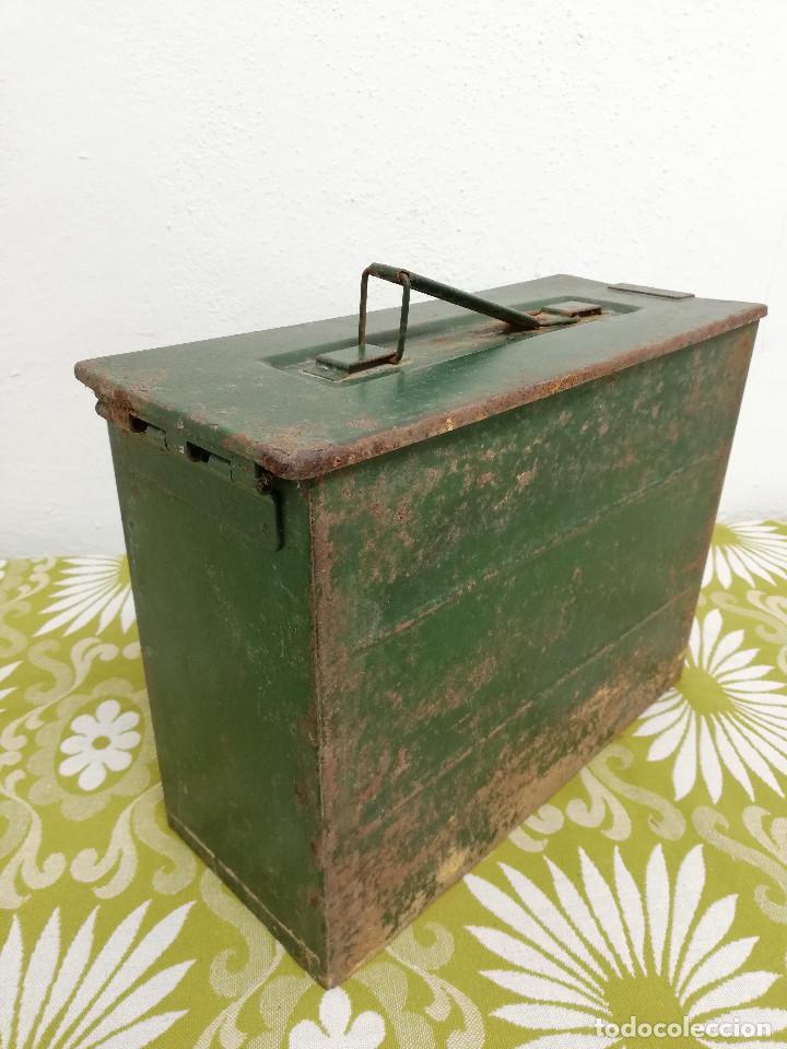Militaria: Antigua caja militar, metalica de chapa para municion de ametralladora. Vacia. - Foto 6 - 128425967