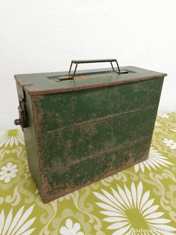 Militaria: Antigua caja militar, metalica de chapa para municion de ametralladora. Vacia. - Foto 7 - 128425967