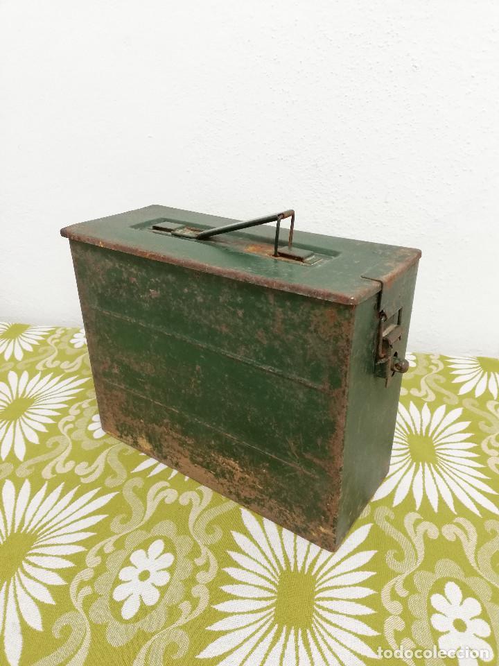 Militaria: Antigua caja militar, metalica de chapa para municion de ametralladora. Vacia. - Foto 8 - 128425967