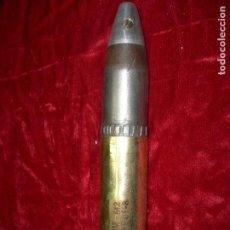 Militaria: OBÚS DE 30 MM COMPLETO, DISPARADO E INERTE.. Lote 130318378