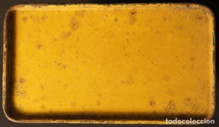 Militaria: Antiguo bote, caja o lata de pólvora de caza sin humo. P.S.B. Santa Bárbara. 250grs. - Foto 8 - 146943402