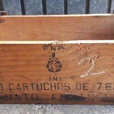Militaria: CAJA DE MADERA, VACÍA Y SIN TAPA, DE 1680 CARTUCHOS . Lote 148904690