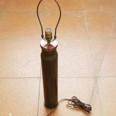 Militaria: GRANADA DE MORTERO O VAINA DE PROYECTIL CONVERTIDO EN UNA LAMPARA 85 CM ALTO 11 CM DIAMETRO. Lote 158271534