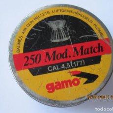 Militaria: ANTIGUA CAJA DE 250 BALINES DIABOLO GAMO.CON UNOS POCOS BALINES . Lote 160096158