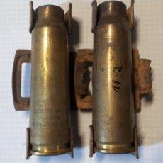 Militaria: LOTE DE 2 VAINAS DE LATÓN DE 20 MM (INERTES). Lote 172620254