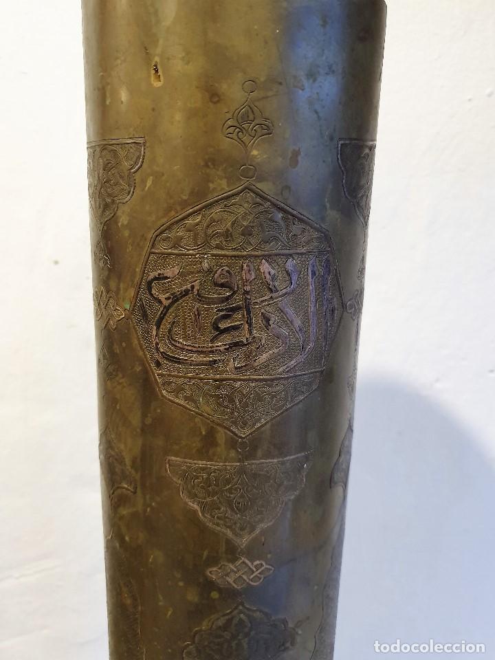 Militaria: Antigua baina de proyectil / bomba de latón con grabados del 1917 - Foto 2 - 192306788