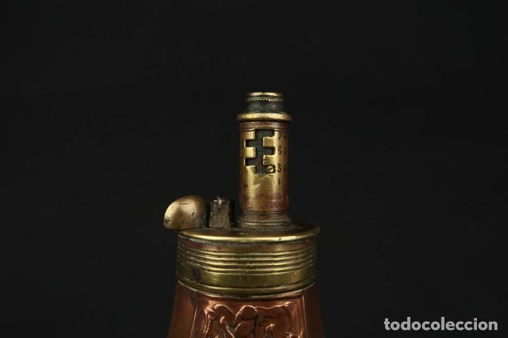 Militaria: Antigua Polvorera de Cobre y Laton Grabadas Escenas de Caza - Foto 9 - 219894775