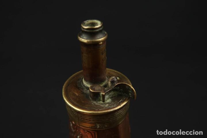 Militaria: Antigua Polvorera de Cobre y Laton Grabadas Escenas de Caza - Foto 10 - 219894775