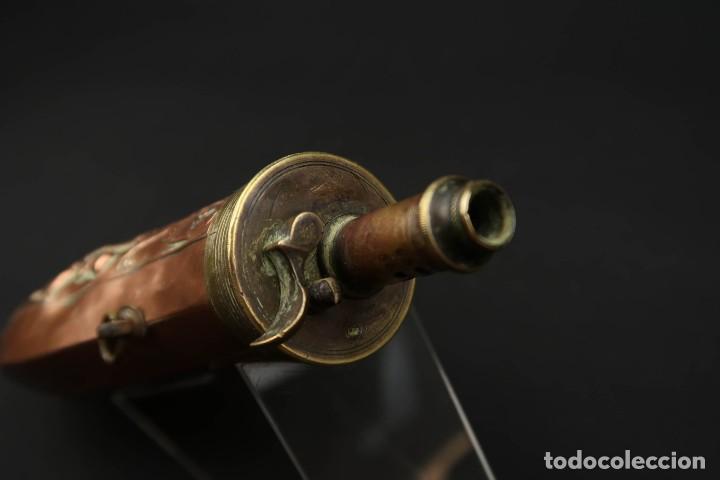 Militaria: Antigua Polvorera de Cobre y Laton Grabadas Escenas de Caza - Foto 12 - 219894775