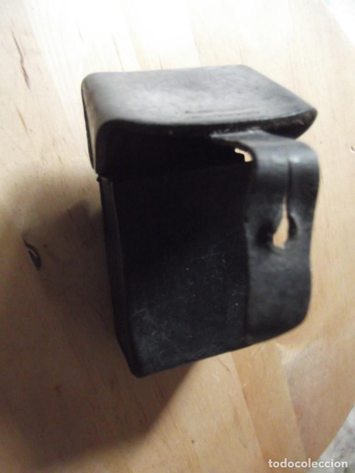 Militaria: Cartuchera , tabaquera , ... de PIEL con cierre antigua se adapta al cinturón - Foto 3 - 229245490