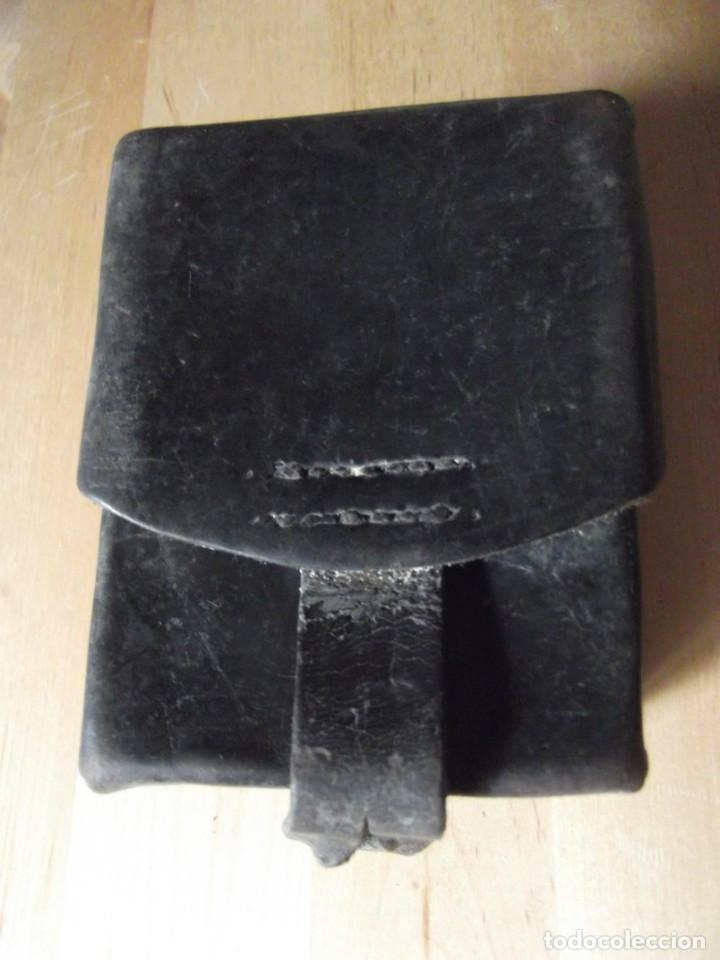 Militaria: Cartuchera , tabaquera , ... de PIEL con cierre antigua se adapta al cinturón - Foto 5 - 229245490
