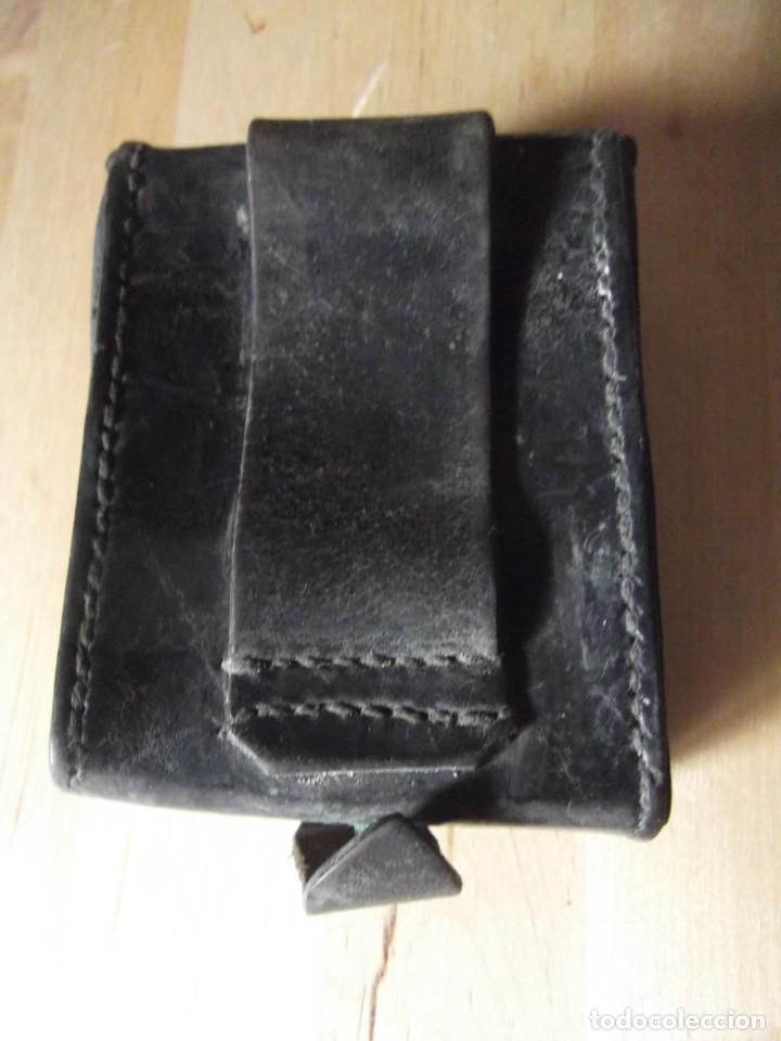 Militaria: Cartuchera , tabaquera , ... de PIEL con cierre antigua se adapta al cinturón - Foto 6 - 229245490