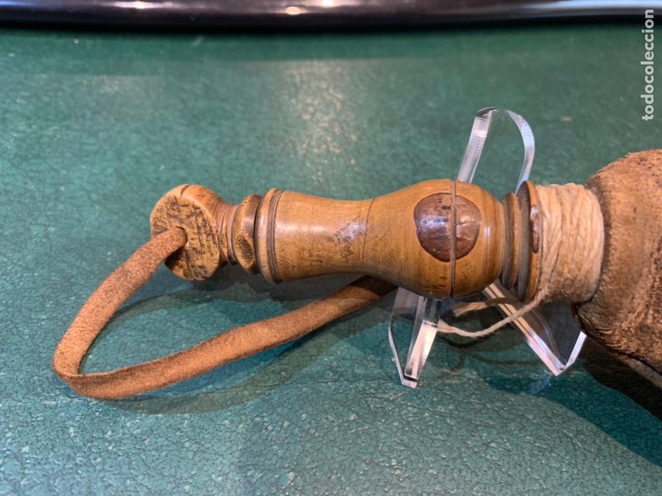 Militaria: Antigua Perdigonera o Polvorera de cuero y tapón de Madera - Foto 5 - 230496015