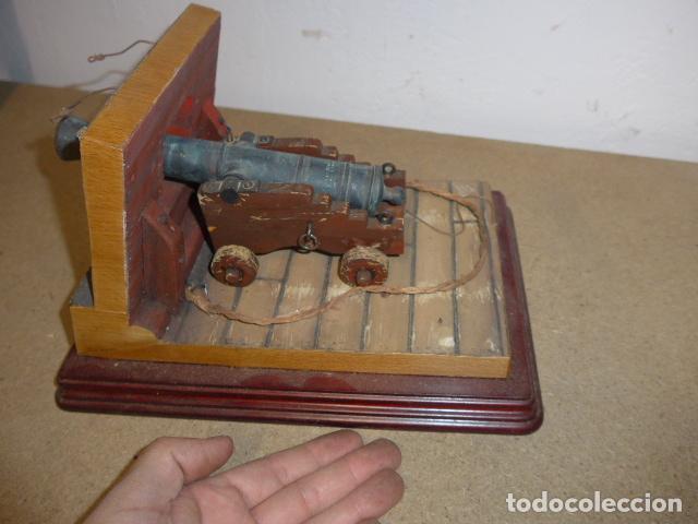 Militaria: Antigua maqueta reproduccion de cañon de metal o bronce y madera. - Foto 2 - 230935010