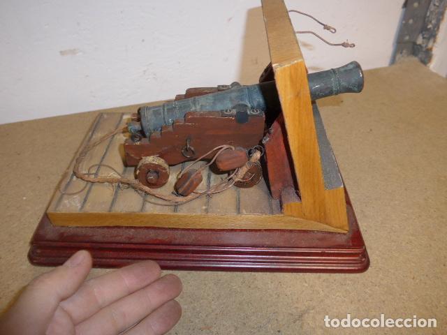 Militaria: Antigua maqueta reproduccion de cañon de metal o bronce y madera. - Foto 5 - 230935010