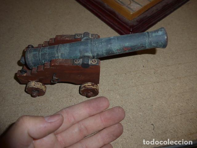 Militaria: Antigua maqueta reproduccion de cañon de metal o bronce y madera. - Foto 7 - 230935010