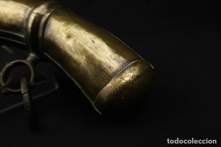 Militaria: Antigua Polvorera Oriental de Laton Labrado - Foto 12 - 233424725