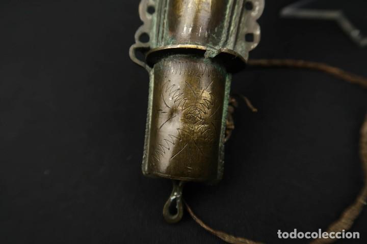Militaria: Antigua Polvorera Oriental de Laton Labrado - Foto 15 - 233424725