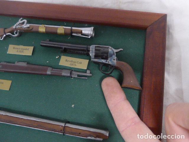 Militaria: Antiguo cuadro de fusiles y pistolas en miniatura, de madera y metal, ver fotos, muchas piezas. - Foto 5 - 241434910