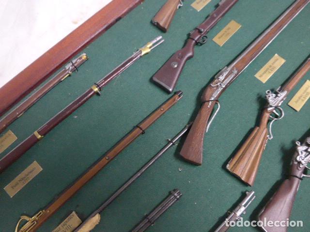 Militaria: Antiguo cuadro de fusiles y pistolas en miniatura, de madera y metal, ver fotos, muchas piezas. - Foto 7 - 241434910