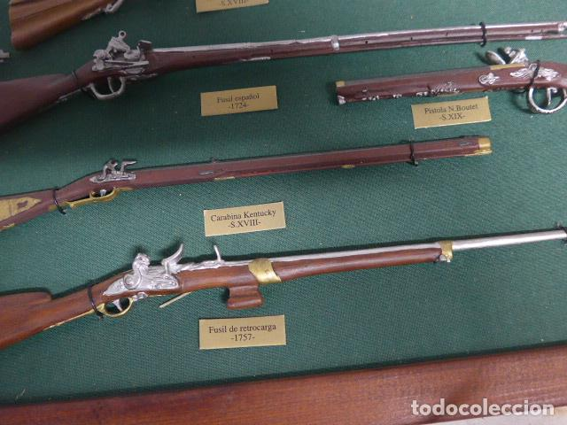 Militaria: Antiguo cuadro de fusiles y pistolas en miniatura, de madera y metal, ver fotos, muchas piezas. - Foto 9 - 241434910