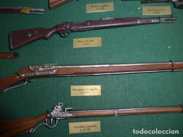 Militaria: Antiguo cuadro de fusiles y pistolas en miniatura, de madera y metal, ver fotos, muchas piezas. - Foto 11 - 241434910