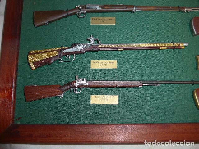 Militaria: Antiguo cuadro de fusiles y pistolas en miniatura, de madera y metal, ver fotos, muchas piezas. - Foto 13 - 241434910
