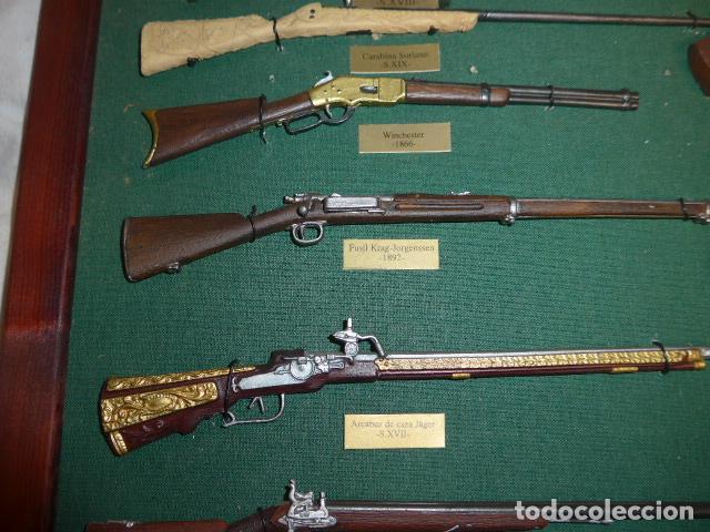 Militaria: Antiguo cuadro de fusiles y pistolas en miniatura, de madera y metal, ver fotos, muchas piezas. - Foto 14 - 241434910