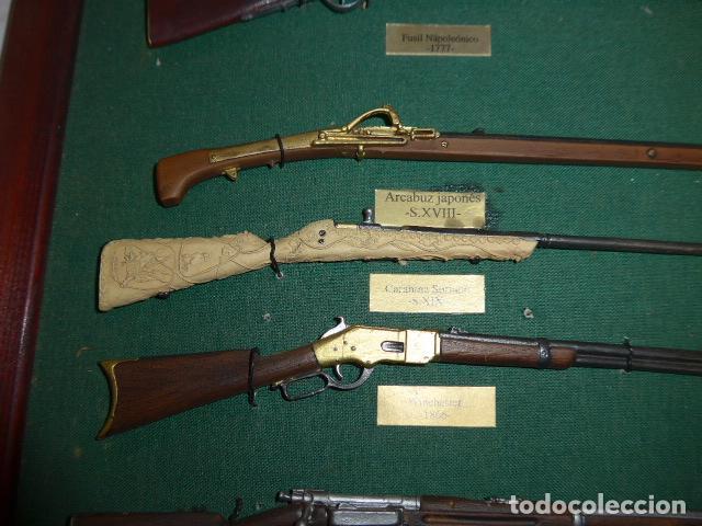 Militaria: Antiguo cuadro de fusiles y pistolas en miniatura, de madera y metal, ver fotos, muchas piezas. - Foto 15 - 241434910