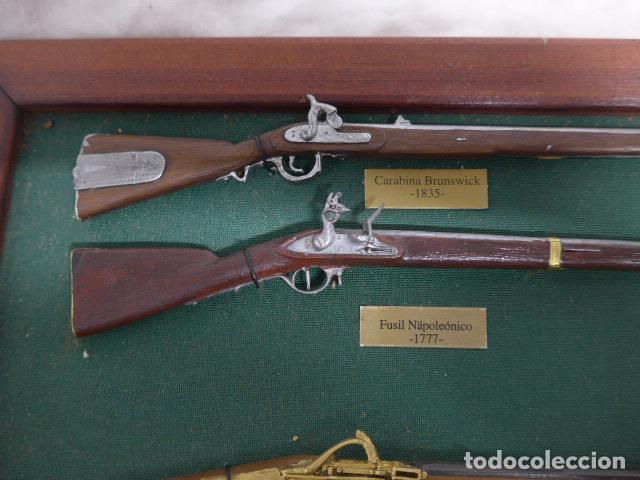 Militaria: Antiguo cuadro de fusiles y pistolas en miniatura, de madera y metal, ver fotos, muchas piezas. - Foto 16 - 241434910