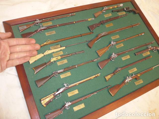 Militaria: Antiguo cuadro de fusiles y pistolas en miniatura, de madera y metal, ver fotos, muchas piezas. - Foto 17 - 241434910