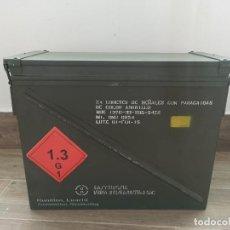 Militaria: CAJA DE MUNICIÓN 24 COHETES DE SEÑALES GRAN TAMAÑO VACÍA. Lote 254495770